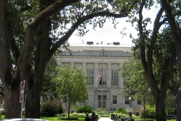 Terrebonne Parish courthouse in Louisiana is part of the Houma Historic District. (Photo courtesy Infrogmation via Wikimedia Commons)