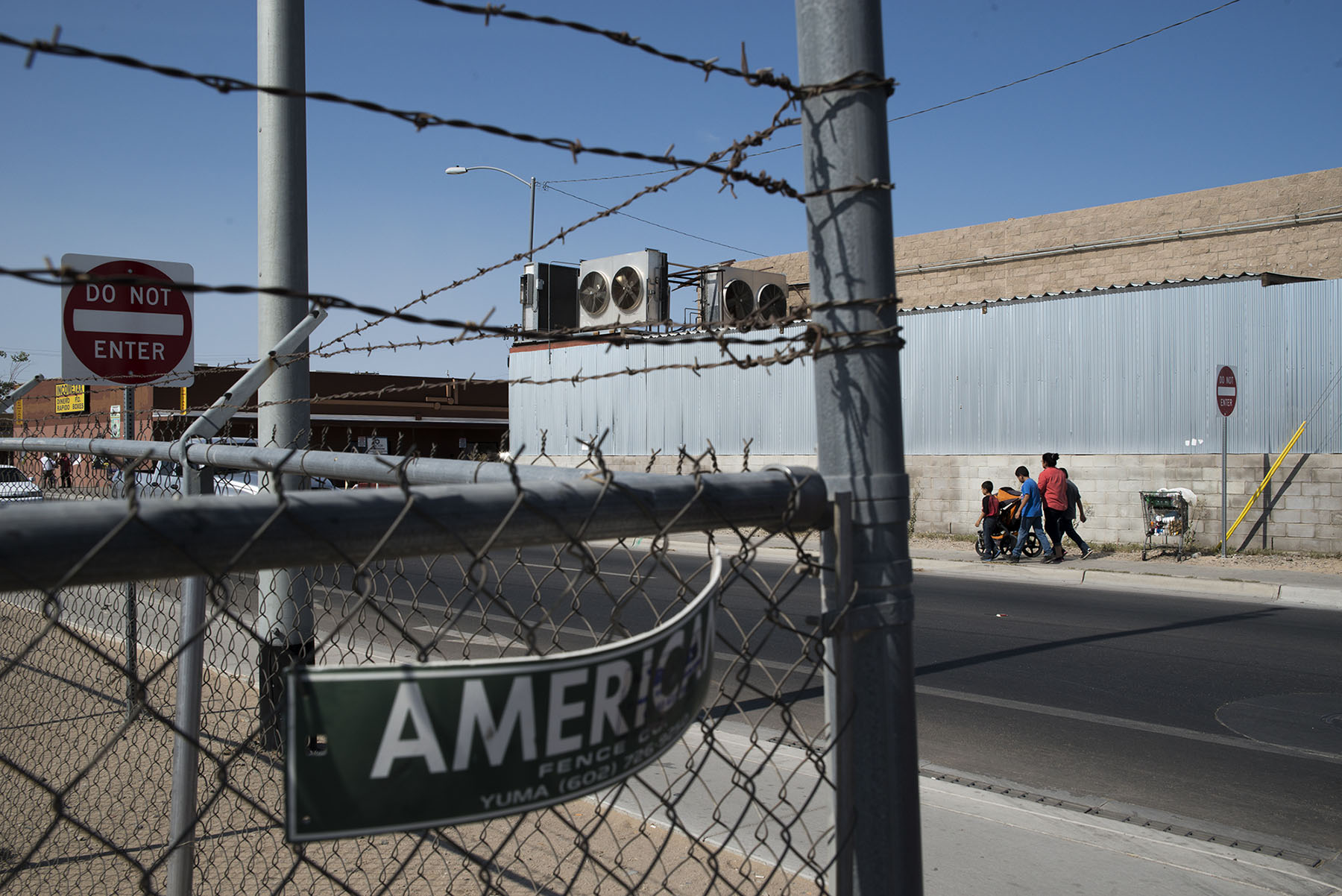A total of 15.8 million people passed through the border crossing in San Luis, Arizona, in 2015. (Roman Knertser/News21)